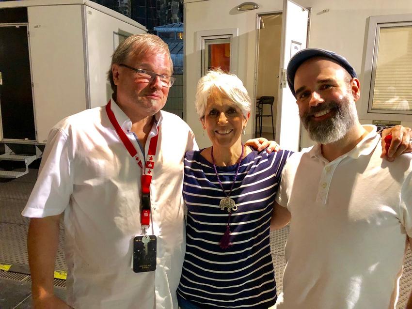 Joan Baez (Mitte) mit David Garcia (rechts)