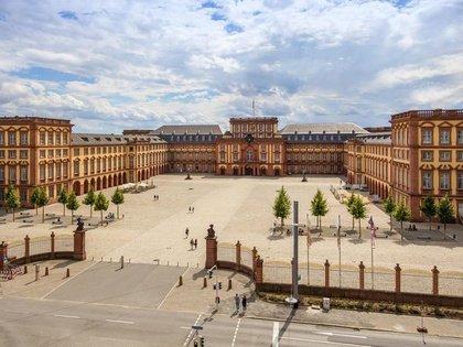Modernes und historisches Mannheim (Gang, deutsch)