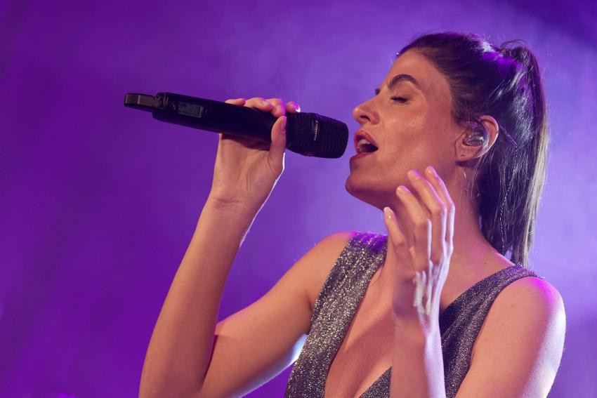 Perfekter Vocal-Sound beim Debüt-Release von Kate Louisa im Hamburger Kukuun Club