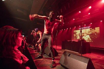 Russische Skandalband - Kontrovers: Bilder von Pussy Riot live im Sudhaus in Tübingen