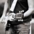 Gitarrist mit eigenwilliger rauher Stimme sucht Band