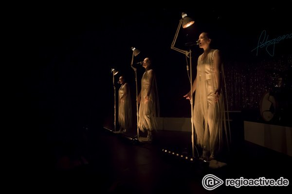 Zweischneidiges Gesamtkunstwerk - Laing in der Heidelberger halle02: Die große Performance kleiner Tanzschritte