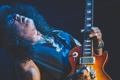 Rockklassiker - Fotos von Slash mit Myles Kennedy & The Conspirators live in Offenbach