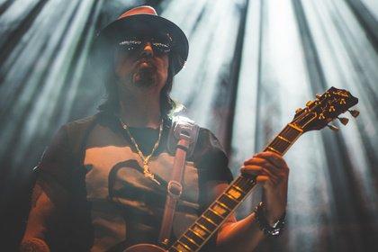 Vater und Söhne - Bilder von Phil Campbell & The Bastard Sons als Opener von Slash live in Offenbach