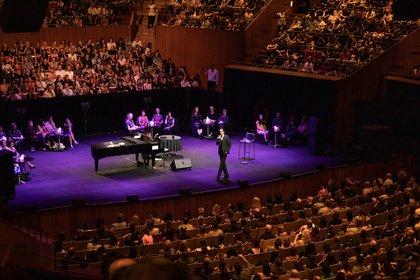 Eindrucksvoll offen - Nick Cave stellt sich in Wiesbaden intimen Fragen seiner Fans