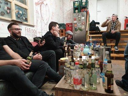 Ausgabe #2 2019: Blutige Fußspuren - #Backstagestories: Mit Devil May Care im Juze Backnang