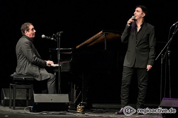 Zurück zu den Wurzeln - Jools Holland & Gäste zelebrieren astreinen Rhythm & Blues im Capitol Mannheim