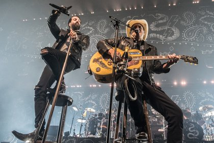Dynamisches Duo - Wild: Bilder von The BossHoss live in der Barclaycard Arena in Hamburg