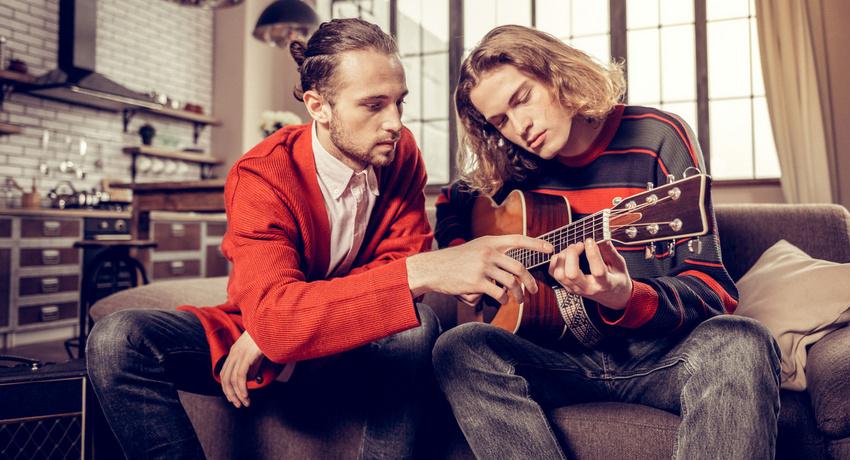 Online-Musikunterricht während Corona: Ein neuer Weg zum Musizieren oder eine frustrierende Erfahrung?