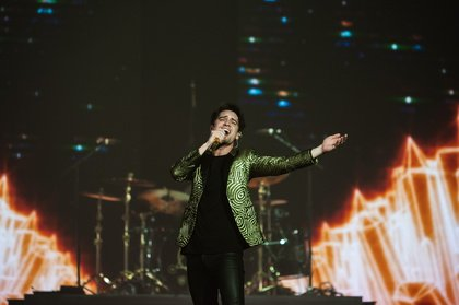 Umschwärmt - Fett: Bilder von Panic! At The Disco live in der Barclaycard Arena in Hamburg