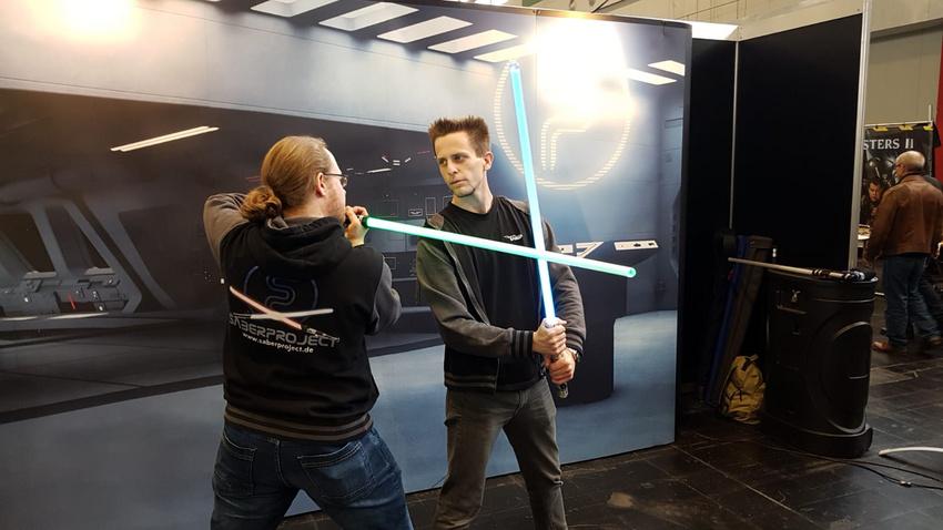 """Team Saberproject sorgen für Live-Action mit Lichtschwertern. Gerade haben sie mit Rammstein das Video zu """"Deutschland"""" gedreht."""