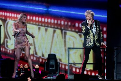 Blondes still have more fun - Noch einmal: Rod Stewart reiht Hit an Hit in der Mannheimer SAP Arena