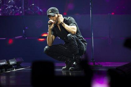 Im Großformat - Feurig: Fotos von Enrique Iglesias live in der Lanxess Arena in Köln