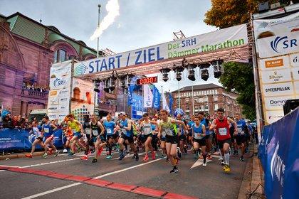 Dem Regen entronnen - SRH Dämmer Marathon 2019: Bilder des Laufevents in Mannheim