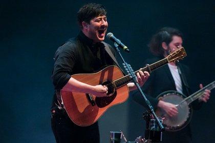 Ein Abend im Zeichen großer Hymnen - Mumford & Sons lassen die Frankfurter Festhalle beben