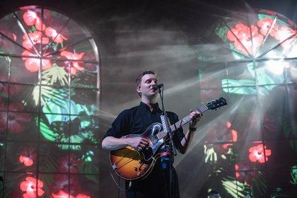 Sakral - Gefühlvoll: Bilder von George Ezra live in der Lanxess Arena in Köln