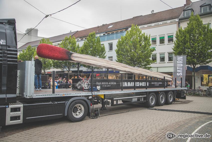 Schweres Geschütz - Streichholz-Attraktion: Bilder des Rammstein-Trucks in Darmstadt