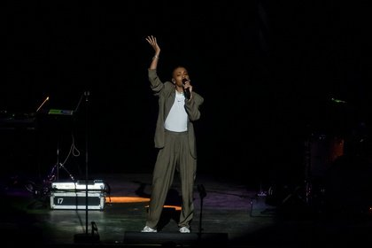 Mit Soul in der Stimme - Fotos von Annahstasia Enuke live als Support von Lenny Kravitz in Mannheim