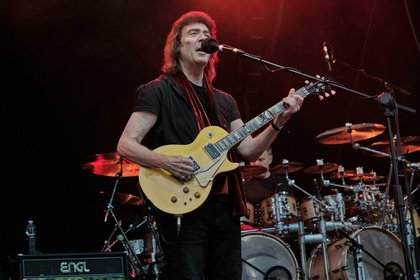 Prog in Perfektion - Genesis Revisited: Steve Hackett spielt beim Open Air in Mainz groß auf