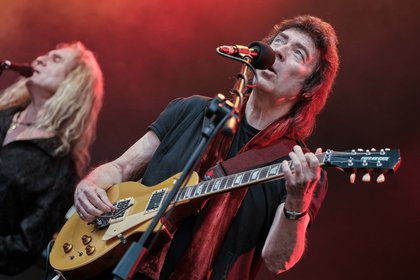 Pfundweiser britischer Ausverkauf - Steve Hackett: Fotos des Prog-Rock-Gitarristen live in der Zitadelle in Mainz