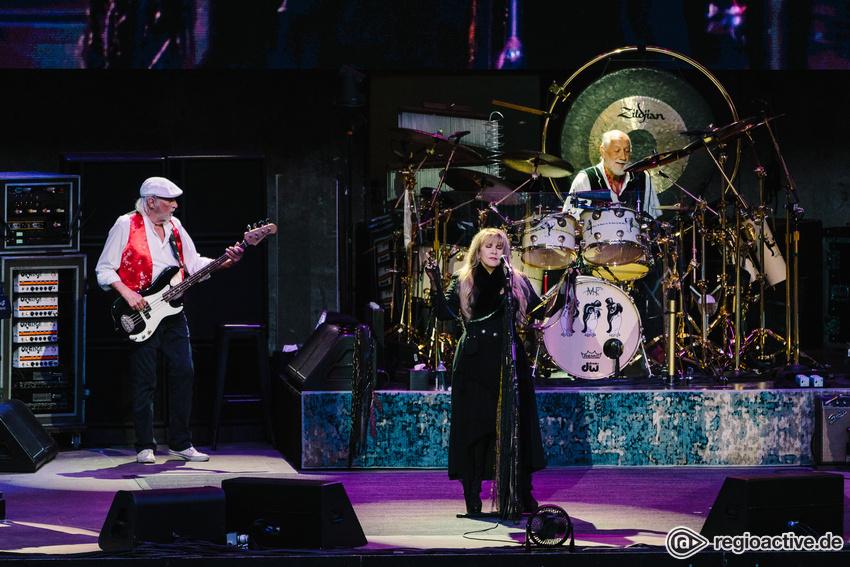 Durch Regen und Gewitter - Dramatisch: Bilder von Fleetwood Mac live in der Waldbühne Berlin