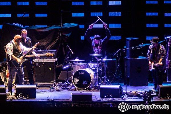 Schweizer Blues - Fotos von Marc Amacher als Opener von Eric Clapton live in Mannheim