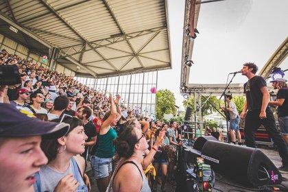 Kurzbesuch aus Köln - Überraschung: Bilder von AnnenMayKantereit live beim Maifeld Derby 2019