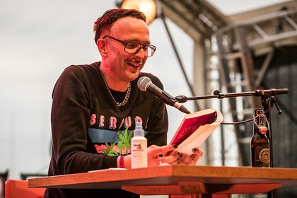 Geschmackssache - Linus Volkmann: Bilder der Lesung beim Maifeld Derby 2019