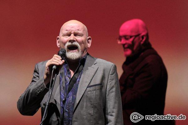 Perfektion mit Abstand - Dead Can Dance bieten in der Alten Oper Frankfurt eine traumhafte Werkschau