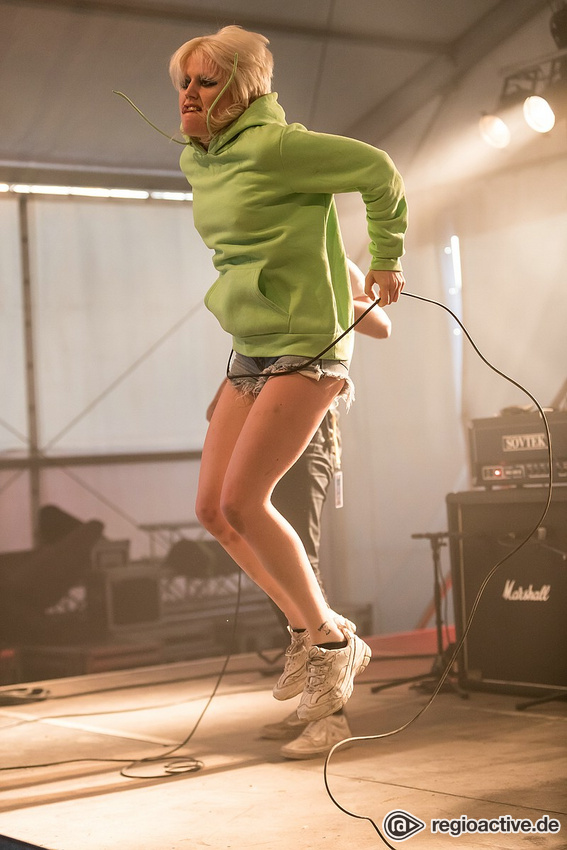 Amly and the Sniffers (live in Mannheim 2019)