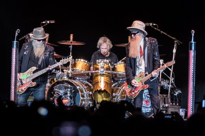 Zwei Bärte plus - Ikonen: Fotos von ZZ Top live in der Barclaycard Arena in Hamburg