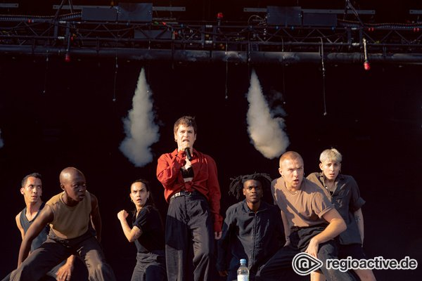 Jede Menge Action - Christine and the Queens: Live-Fotos der Tanzshow vom Hurricane 2019