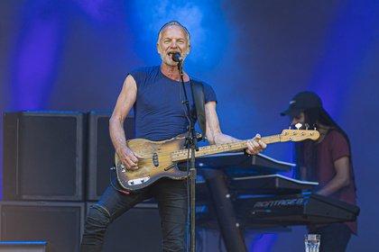 Größte Hits - Sommerlich: Bilder von Sting live in der EmslandArena in Lingen