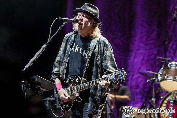 Verjüngt - Neil Young flutet die SAP Arena Mannheim mit epischem Gitarrenrock