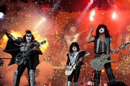 """The only way is the lonely way"" - Coronakrise ernst nehmen: Das raten KISS, Michael Stipe, Alice Cooper und Mötley Crüe"