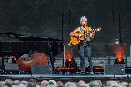 Tatsächlich das Ende - Joan Baez: Bilder & Bericht des Abschiedskonzerts in Bad Honnef