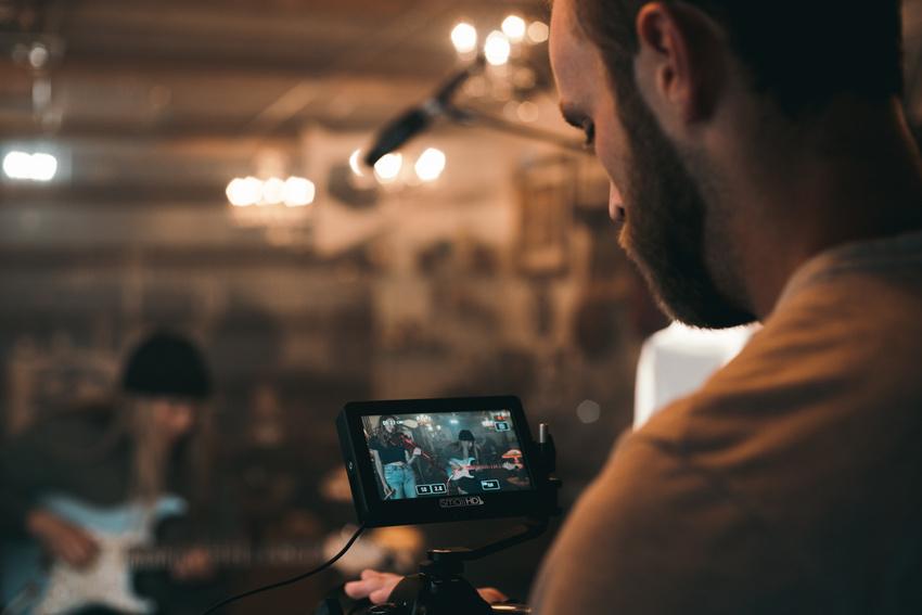 Chancen und Risiken von Live-Videos als Marketinginstrument für Musiker und Bands