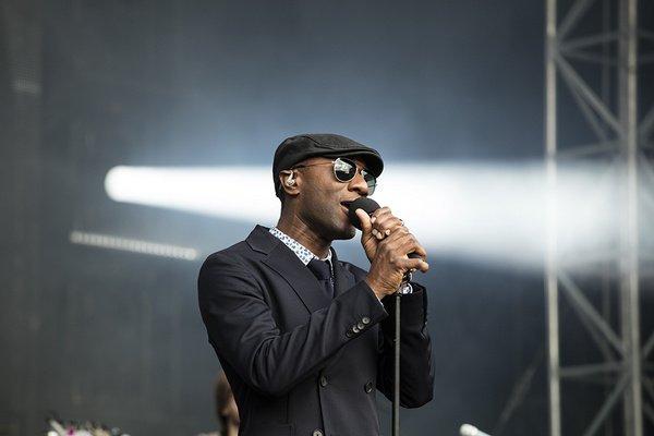 Bestens aufgelegt - Lässig: Fotos von Aloe Blacc live bei den Jazzopen Stuttgart