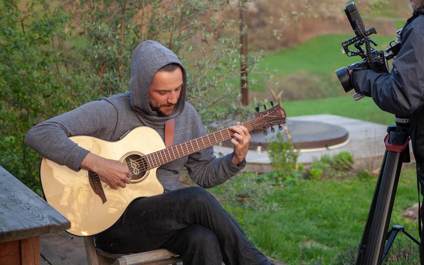 LAG Sessions mit Johannes Molz: Starke Songs, die ganze Bücher füllen plus Künstlerinterview