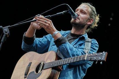 Entspanntes Aufwärmen - Live-Bilder von Tarq Bowen als Support von Dream Theater in Mainz