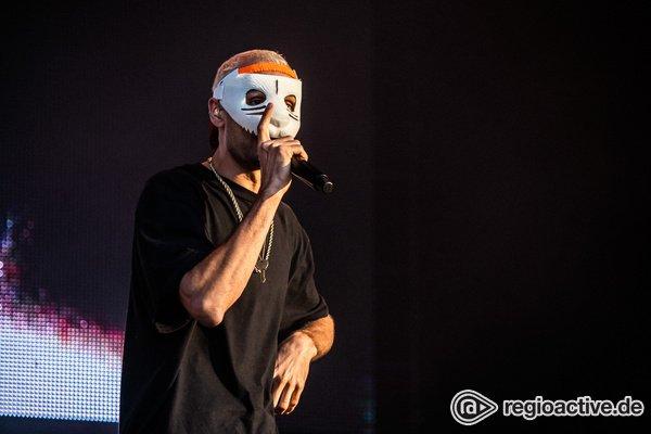 Panda am Sonntag - Mit Maske: Bilder von Cro live beim Deichbrand Festival 2019