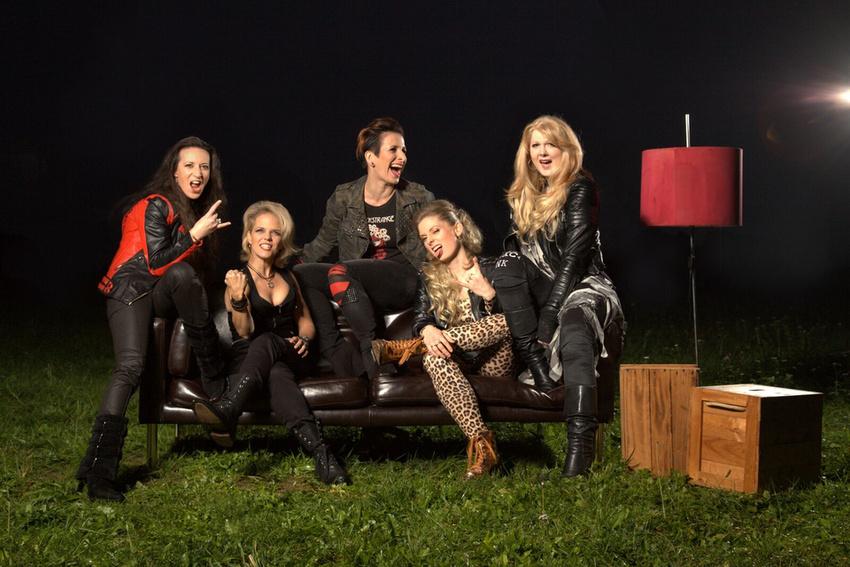 """Revolution Eve sind die neuen """"Frischlinge"""" bei RADIO BOB!"""