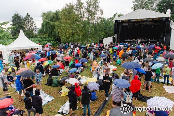 Trotz des Wetters bester Dinge - Regnerisch: Impressionen vom Sonntag beim Heimspiel Knyphausen