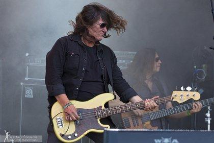 Unterstützung am Bass - Skyline: Fotos der Coverband mit Thomas Jensen live beim Wacken Open Air 2019