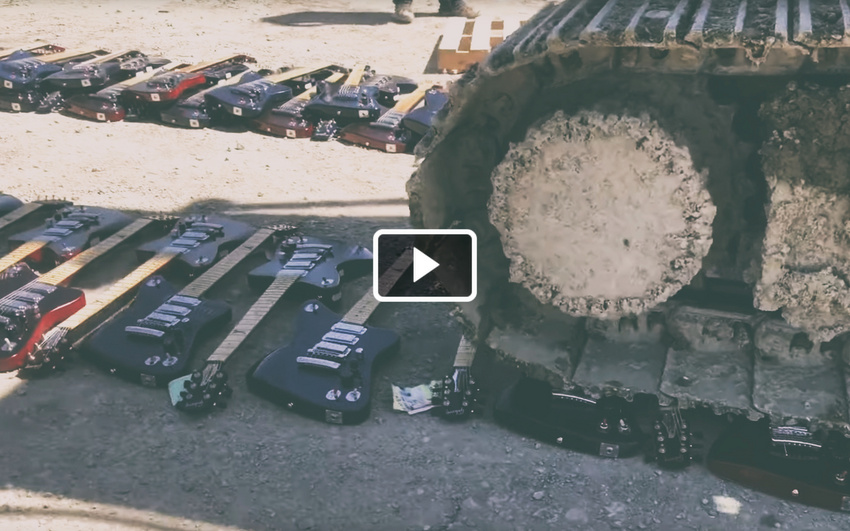 Video: Gibson zerstört zahlreiche Firebird X-Gitarren mit einem Bagger