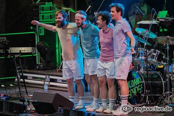 Farbenfrohe Show - Bilder von ok.danke.tschüss als Opener von Fettes Brot live in Alzey