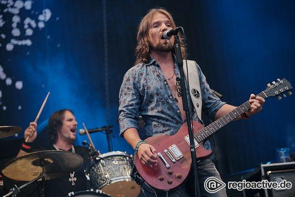 Neue Rosen stechen gut - Bilder von The New Roses live als Support der Scorpions in Bonn