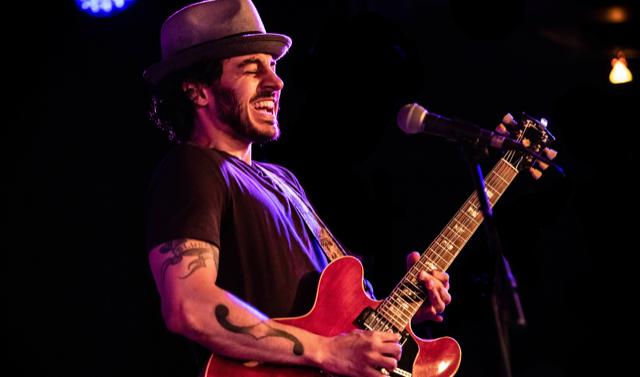 Contest-Gewinner: Artur Menezes performt auf Eric Claptons Crossroads Guitar Festival