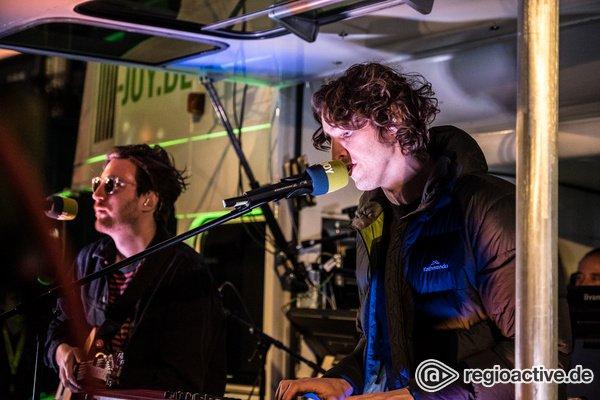 Authentisch - Live-Fotos von Dean Lewis & Rikas auf dem Reeperbahn Festival 2019