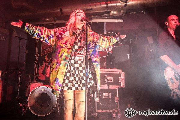 Einheizende Stimmung - Live-Fotos von MIA & Charlotte Lawrence auf dem Reeperbahn Festival 2019